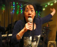 jia-hong-hong-kong-lunch-singer