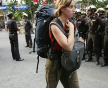 bangkok-tourist-and-police-at-protes