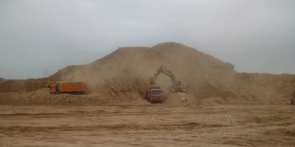 Removing mountain tops in Lanzhou New Area. (Photo by the author)
